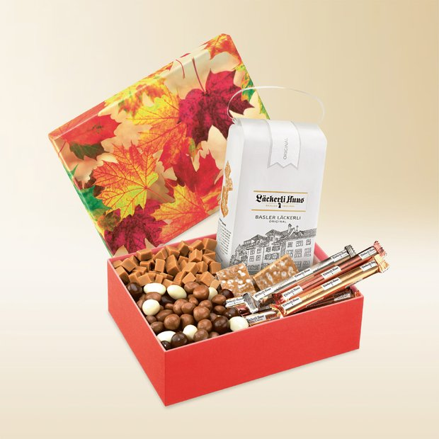 Autumn Leaves gift box assortment 785g