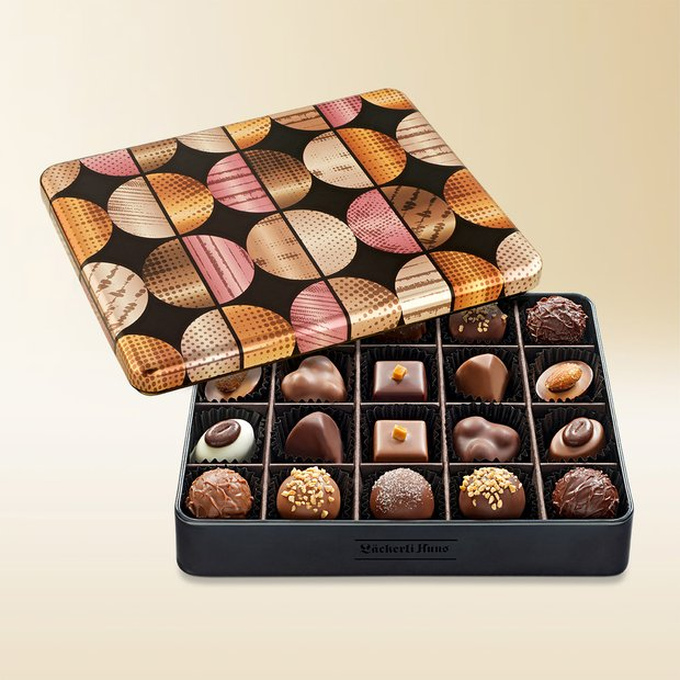 Les Pralinés assortis in an exclusive tin 215g